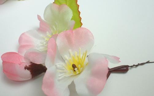 つぼみ付き桜枝付けアップ